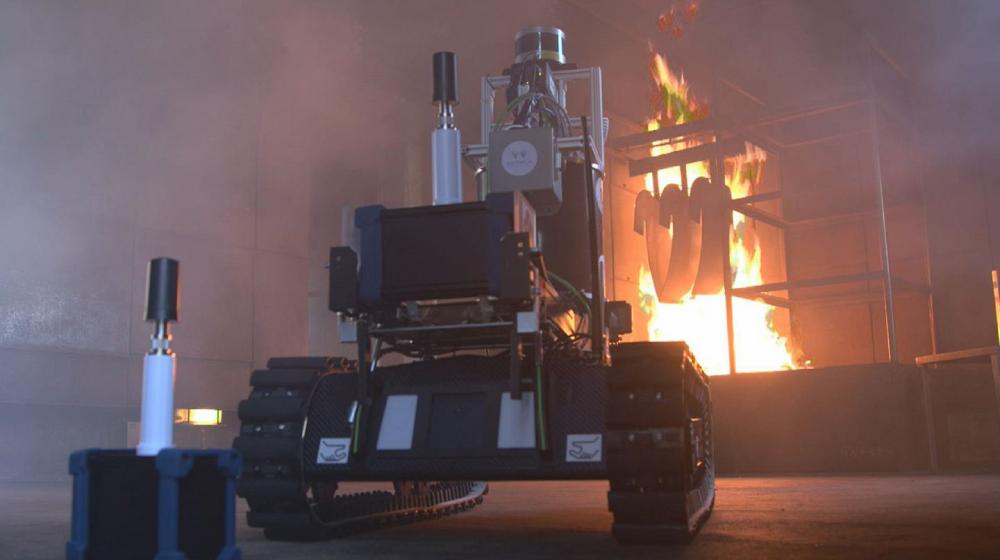 火災現場で活躍するロボット「SmokeBot」