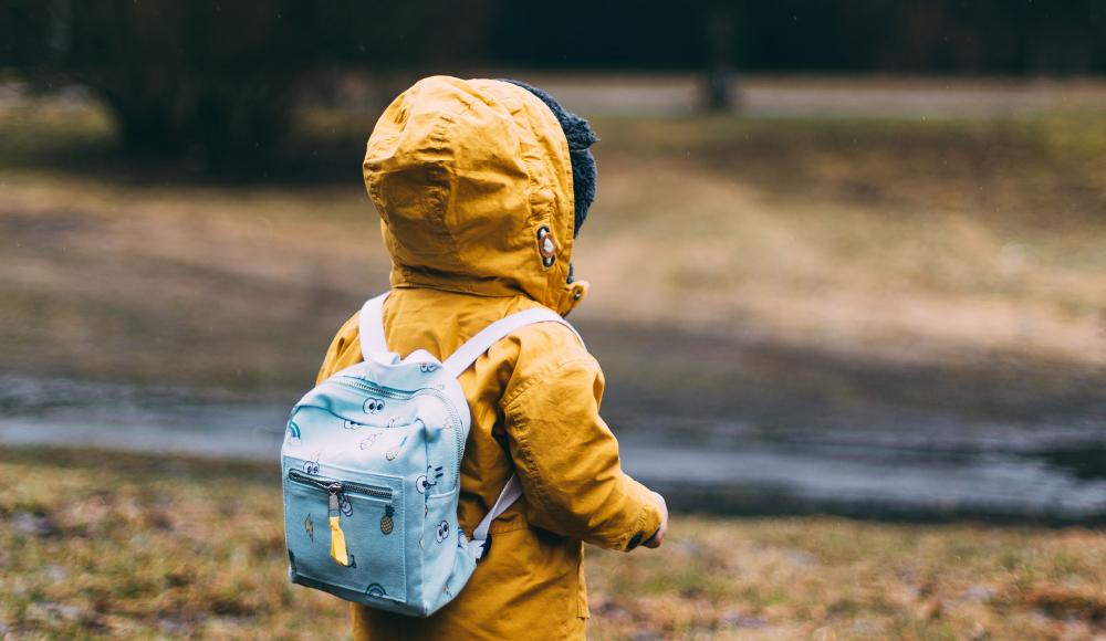 子供と離れているときの震災に、シェルターに変わるバックパック